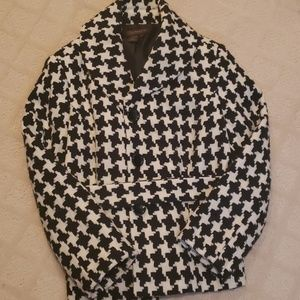 Sophisticated houndstooth suit jacket